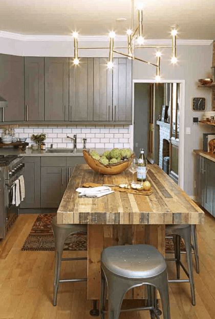 Great kitchen paint colors with light cabinets #kitchenpaintideas #kitchencolors #kitchendecor #kitcheninspiration