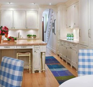 Awesome galley kitchen remodel #smallkitchenremodel #smallkitchenideas