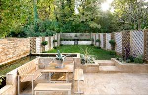 Wonderful modern wood fence #privacyfenceideas #gardenfence #woodenfenceideas