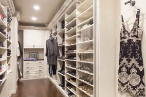 Awesome hanging closet organizer with drawers #walkinclosetdesign #closetorganization #bedroomcloset