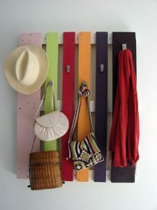 Uplifting easy diy hat rack #diyhatrack #hatrackideas #caprack #hanginghatrack