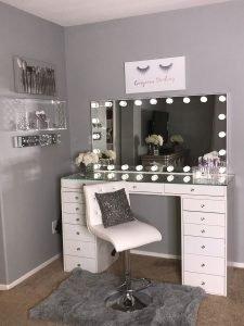 Terrific vintage makeup vanity #makeuproomideas #makeupstorageideas #diymakeuporganizer