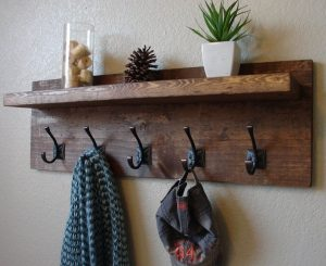 Incredible diy cowboy hat rack #diyhatrack #hatrackideas #caprack #hanginghatrack