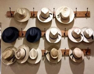 Fantastic wall hat rack ideas #diyhatrack #hatrackideas #caprack #hanginghatrack