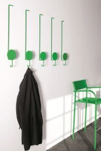 Striking diy hanging hat rack #diyhatrack #hatrackideas #caprack #hanginghatrack
