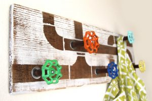 Amazing diy hat rack wall #diyhatrack #hatrackideas #caprack #hanginghatrack