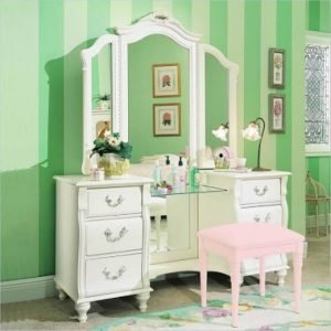 Incredible makeup vanity table #makeuproomideas #makeupstorageideas #diymakeuporganizer
