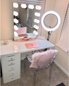 Staggering rustic makeup vanity #makeuproomideas #makeupstorageideas #diymakeuporganizer