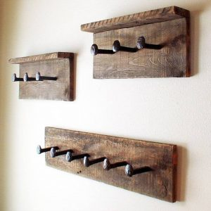 Gorgeous diy hat rack #diyhatrack #hatrackideas #caprack #hanginghatrack