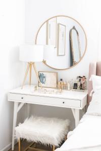 Life-changing corner makeup vanity #makeuproomideas #makeupstorageideas #diymakeuporganizer